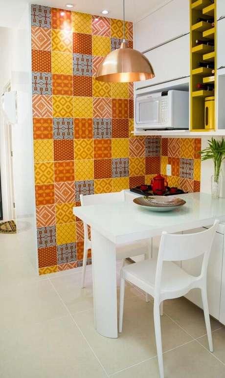 37. Cerâmica para parede de cozinha colorida – Elaine Fonseca