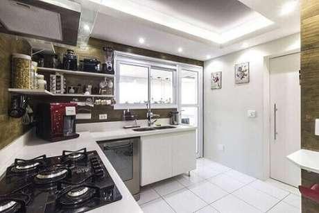 64. Piso cerâmica para cozinha na cor branca – Foto Andre Freitas