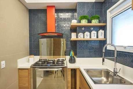 32. Cerâmica para cozinha na cor azul – Foto Amanda Pagliarini Macedo
