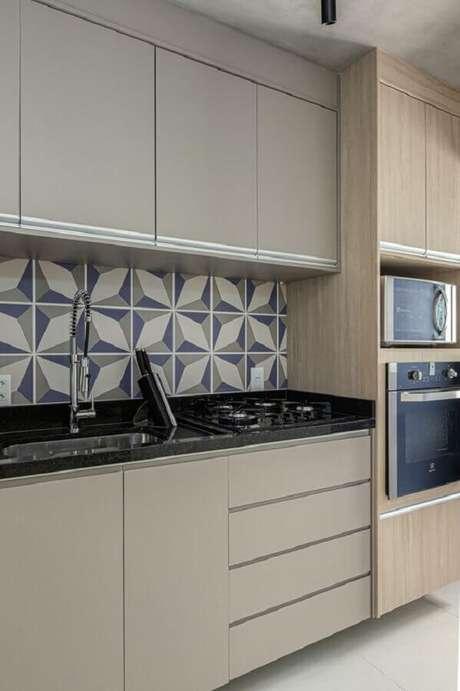 59. Decoração moderna com cerâmica de cozinha estampado – Foto Rúbia M. Vieira Interiores