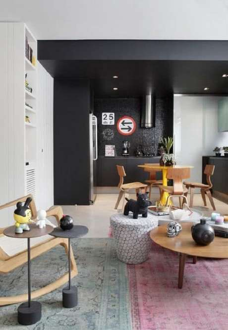 1. Ambiente sofisticado com revestimento pastilha preta na cozinha. Fonte: Pinterest