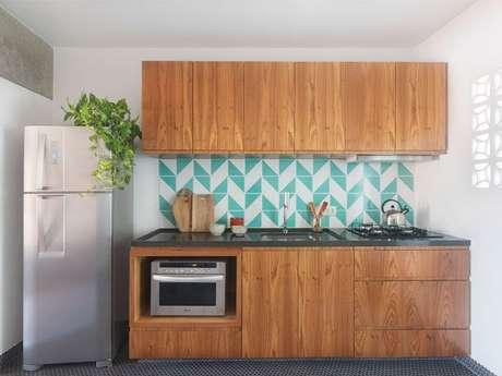 24. Cerâmica para cozinha de madeira – Foto Ina Arquitetura