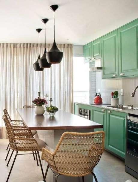 42. Cor verde para cozinha decorada com armário com estilo vintage Foto Pinterest