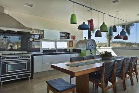 27. Cerâmica para cozinha marrom – Foto Guardini Stancati