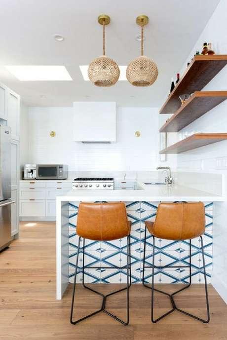 46. Cozinha com azulejo retro branco e azul moderno – Foto Cletile