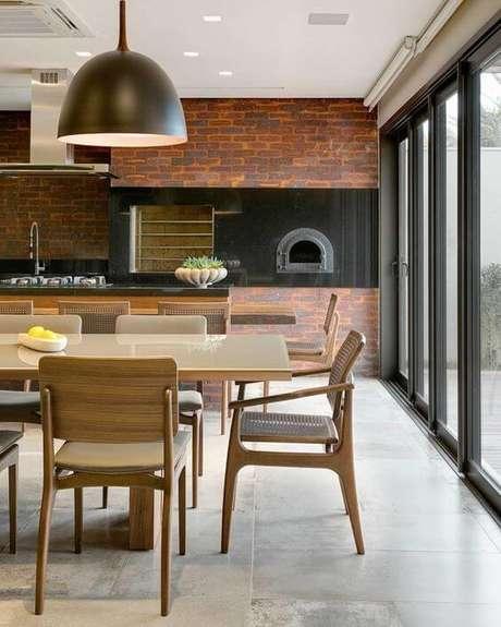 41. Churrasqueira de tijolinho pequena e forno a lenha na cozinha – Foto Pinterest