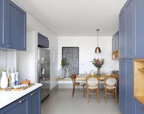 5. Cerâmica para cozinha com armários azuis – Foto Pinterest