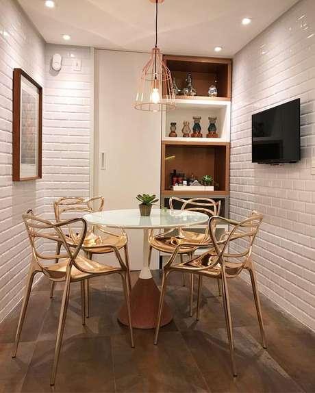 76. Ceramica 3D para cozinha com mesa redonda pequena – Foto Pinterest