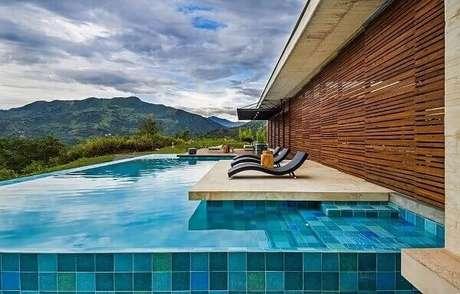 10. Azulejo para piscina de alvenaria com borda infinita. Fonte: Pinterest