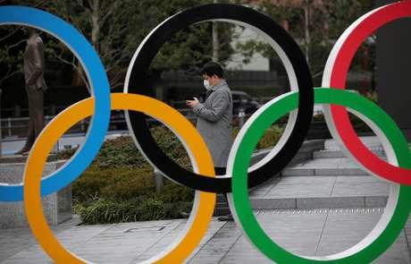 Anéis olímpicos em frente ao Museu dos Jogos Olímpicos em Tóquio 04/03/2020 REUTERS/Stoyan Nenov