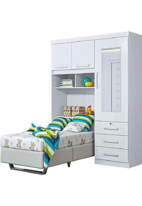 45. O guarda-roupa infantil com cama embutida otimiza o espaço do quarto dos pequenos. Fonte: Pinterest