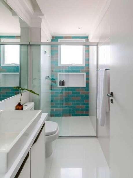 9. Decoração clean com azulejo para parede de banheiro pequeno. Foto: Jeito de Casa