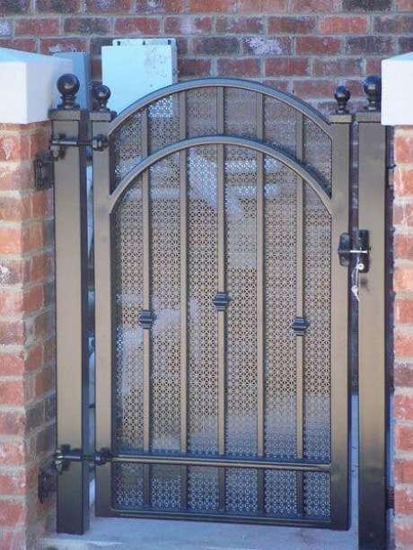 47. Portão de ferro pequeno lateral. Foto de Pinterest