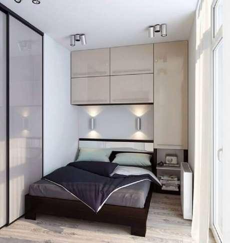 17. Decoração moderna com guarda-roupa de casal com cama embutida. Fonte: Smart Organizer