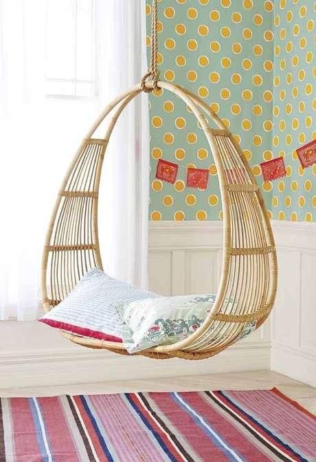 9. Balanço de vime com almofadas para quarto infantil colorido – Foto Pinteret