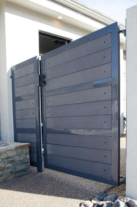 58. Portão de ferro azul lateral. Foto de Titan Architectural Products of Utah