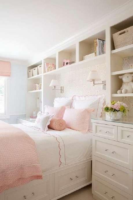 32. Guarda-roupa infantil com cama embutida e nichos que acomodam pelúcias e brinquedos. Fonte: Decorpad