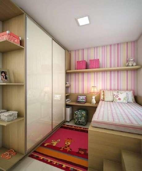 49. Decoração simples com papel de parede listrado para quarto infantil feminino pequeno – Foto Pinterest
