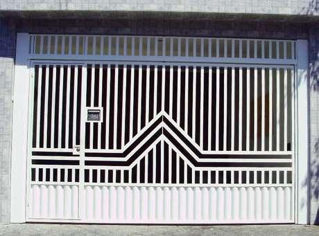 15. Existem várias fotos de grades e portões de ferro para te inspirar. Foto de MS Serralheria
