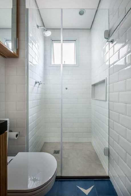 25. Decoração simples com azulejo de banheiro branco pequeno. Foto: Iná Arquitetura