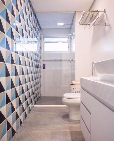 6. Decoração clean com azulejo para banheiro estampado. Foto: Home Fashion Trend