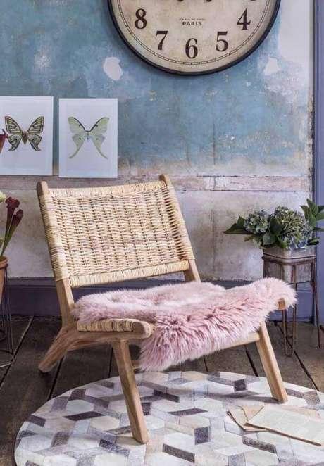 27. Poltrona de vime com almofada rosa de pelucia – Foto Pinterest