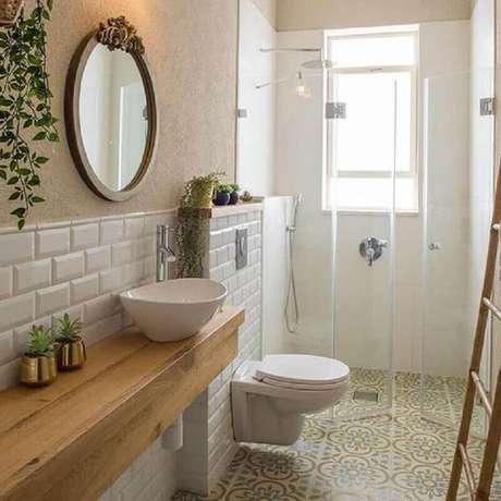 34. Decoração em cores neutras com azulejo de banheiro pequeno e simples. Foto: Pinterest