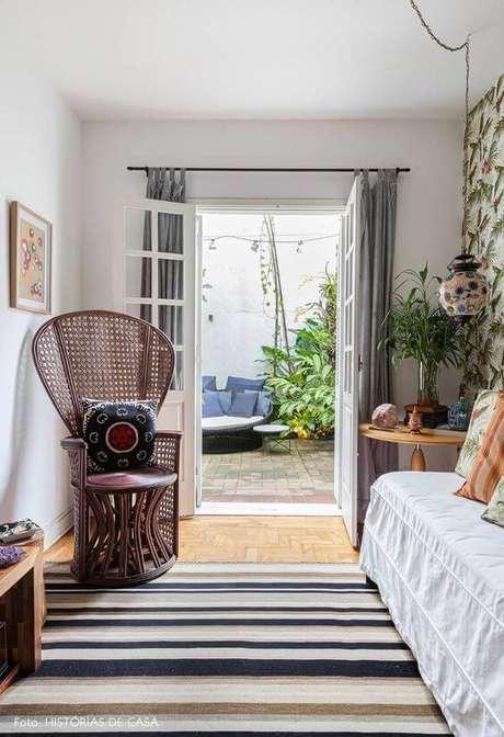 42. Poltrona de vime para quarto confortável – Foto Histórias de Casa