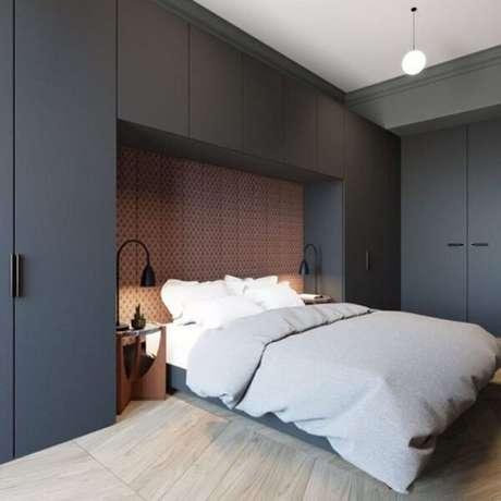 7. Esse modelo de guarda-roupa com cama embutida aproveita todos os espaços. Fonte: Decorado Móveis Planejados