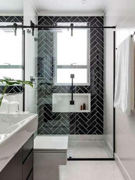 20. Ideias de azulejos para banheiro preto e branco decorado. Foto: Jeito de Casa