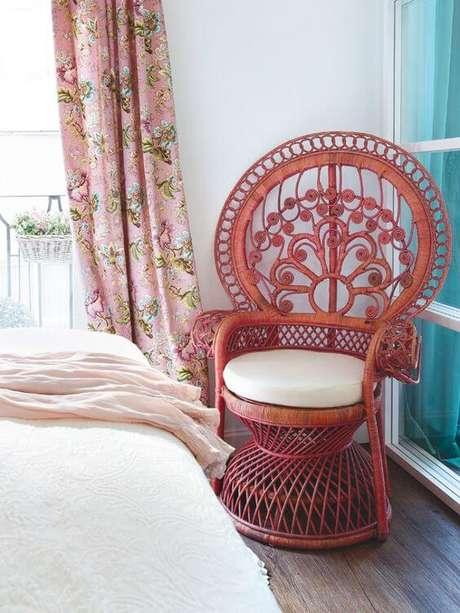 46. Poltrona de vime vermelha no quarto moderno – Foto House of Tourquoise