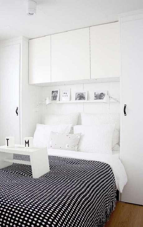 14. Decoração clean com guarda-roupa de casal com cama embutida. Fonte: We Heart It