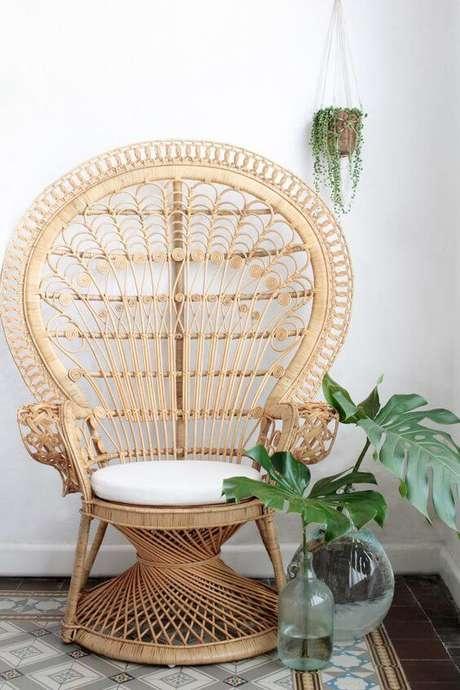 50. Sala de estar decorada com poltrona de vime e almofada redonda – Foto Pinterest