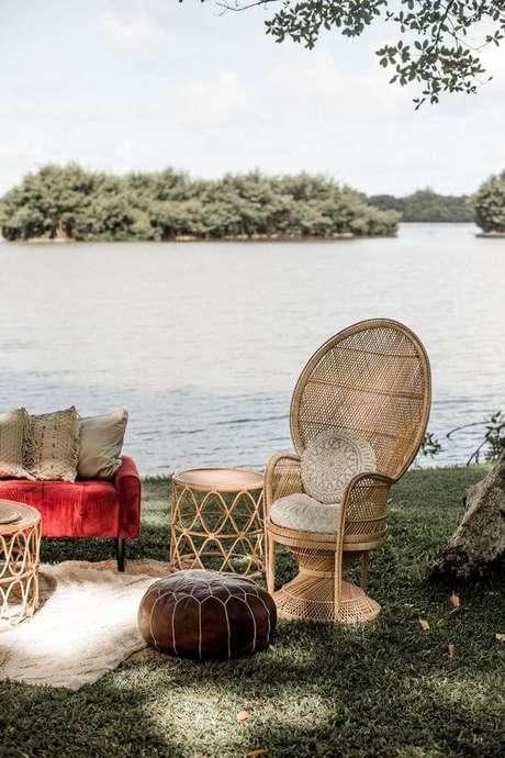 16. Jardim com poltrona de vime e móveis confortáveis – Foto Aloha Artisans