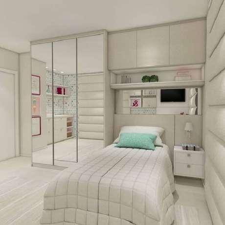 21. Em um projeto de quarto pequeno opte pelo guarda-roupa de solteiro com camas embutidas. Fonte: Pinterest