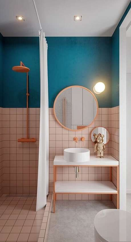1. Azulejo de banheiro rosa e azul com decoração moderna. Foto: Home Designing