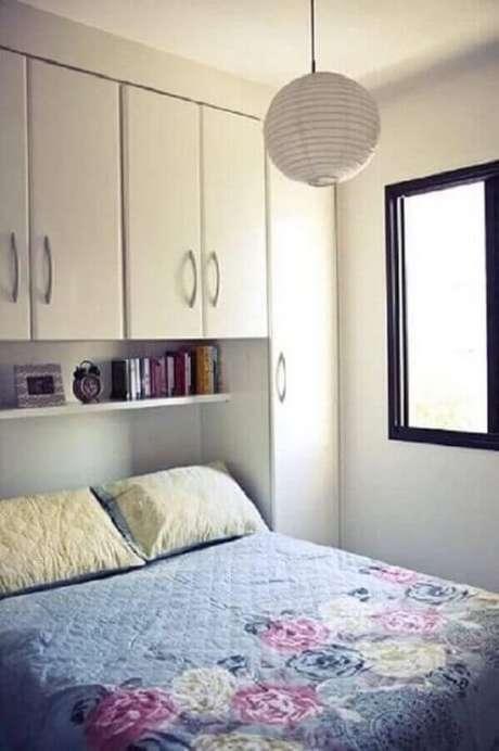19. Decoração simples e clean com guarda-roupa com cama embutida de casal. Fonte: Pinterest