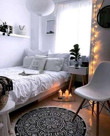 14. Pisca pisca para decoração de quarto feminino pequeno simples – Foto Home Fashion Trend