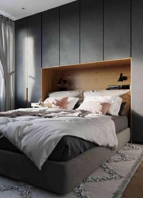 48. Tons sóbrios de guarda-roupa com cama embutida trazem sofisticação ao quarto. Fonte: Revista VD