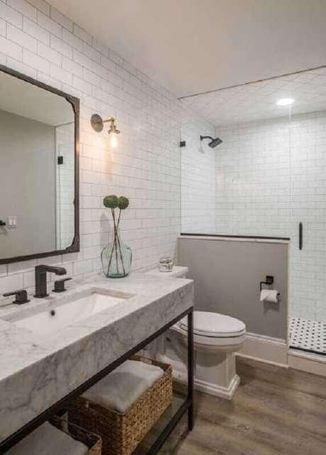 58. Azulejo de banheiro decorado com estilo industrial simples. Foto: MainStreet Design Build