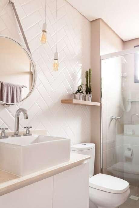 42. Decoração com azulejo de banheiro rosa claro. Foto: Homify