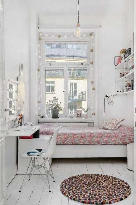 51. Decoração simples para quarto feminino pequeno todo branco – Foto Arkpad