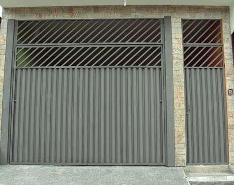 70. Existem muitos modelos e tipos diferentes de portão de ferro. Foto de Guia Serra Sede