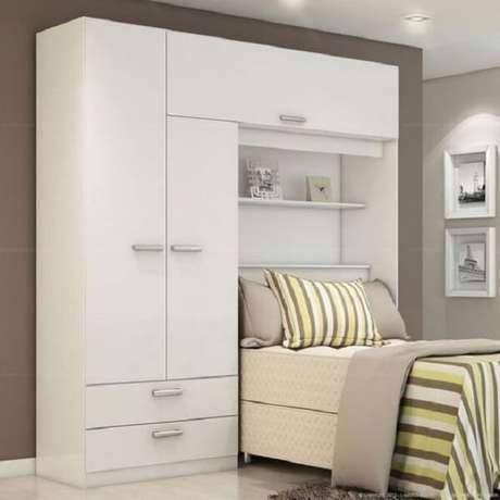 27. Guarda-roupa de solteiro com camas embutidas são ótimas alternativas para quartos pequenos. Fonte: Trend Home
