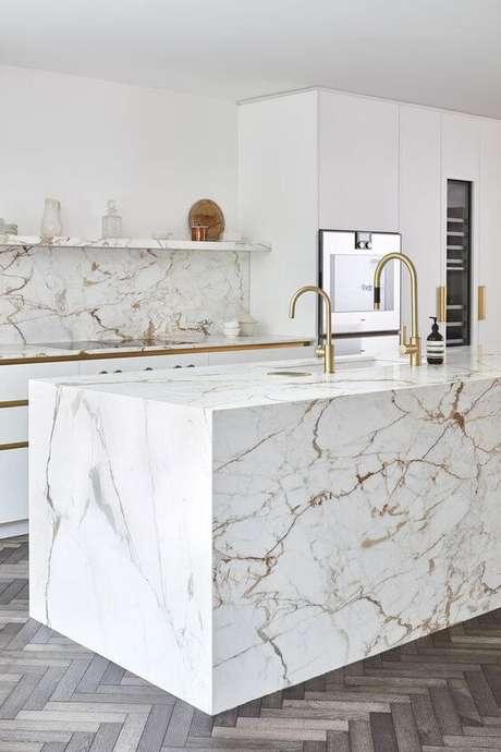 46. Balcão moderno com revestimento marmorizado bege e cinza -Foto Pinterest