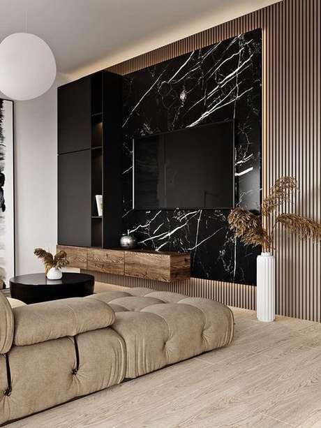 8. Revestimento marmorizado preto na sala de estar moderna – Foto Pinterest