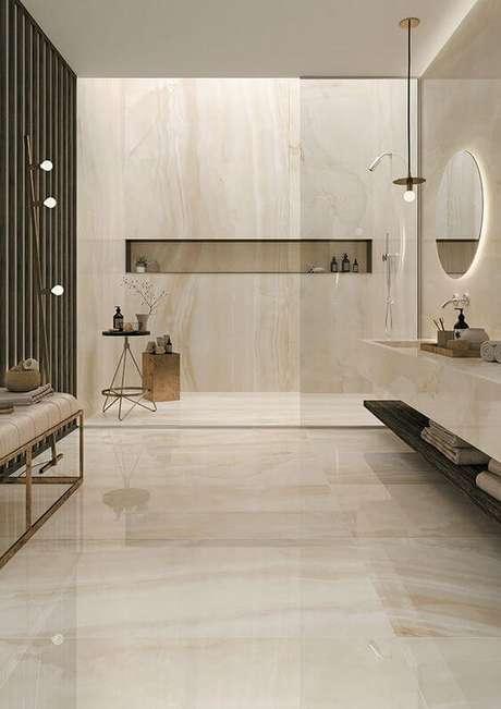 48. Banheiro com revestimento marmorizado bege e clássico – Foto Pinterest