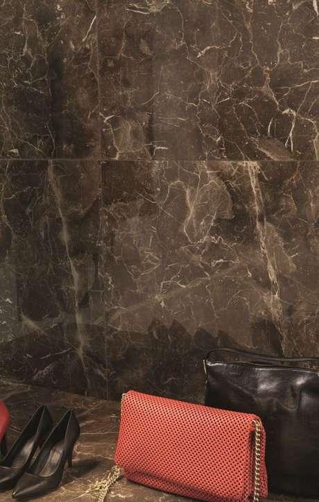 25. Revestimento marmorizado marrom – Foto Pinterest