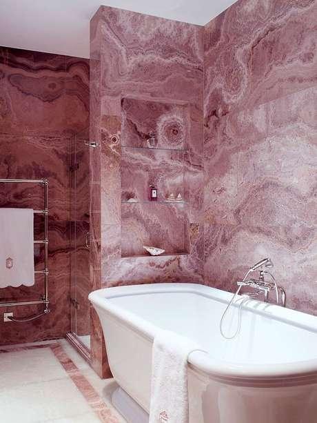 22. Revestimento marmorizado cor de rosa para banheiro – Foto Stone Theatre