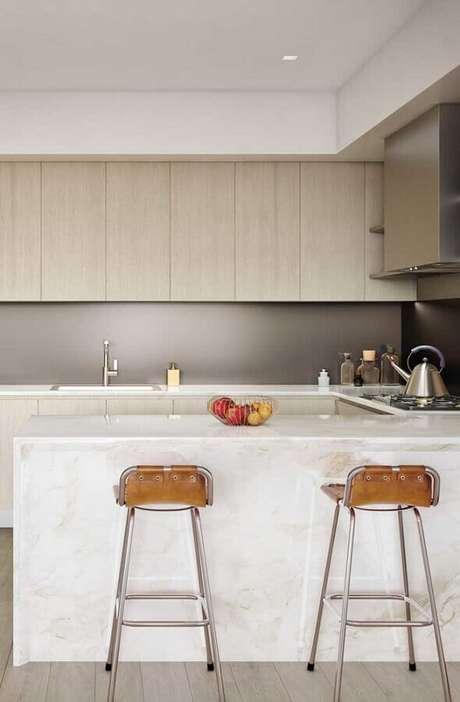 17. Modelo simples de banquetas para bancada de cozinha planejada. Foto: Home Fashion Trend